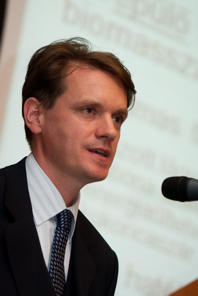 Rudolf Péter fejlesztési főmérnök (Pannonpower Holding Zrt.) Pécsről, mint az első zöld városról prezentált.