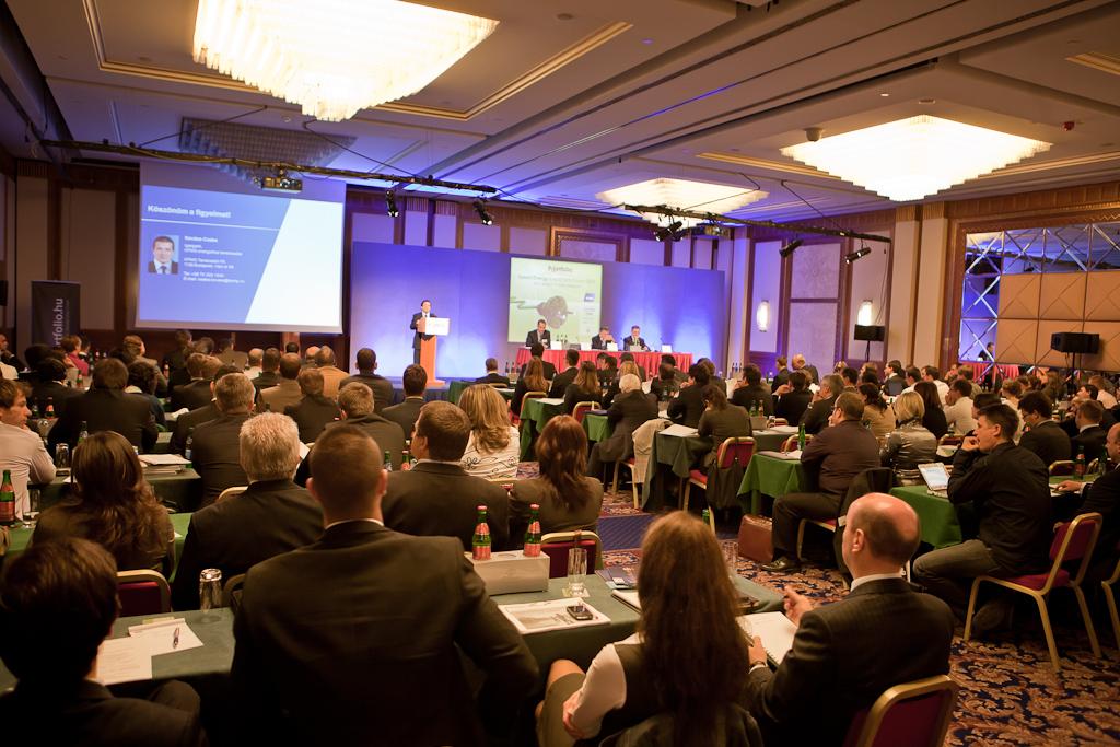 A Portfolio.hu szervezésében a tavalyi nagy sikerű, 260 főt felvonultató rendezvényt követően idén másodszor került megrendezésre Magyarország egyedülálló, befektetési fókuszú régiós zöldenergia konferenciája.
