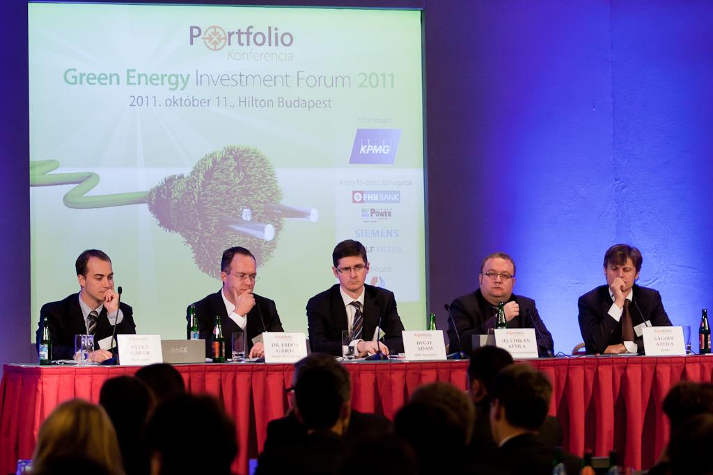 Alternatív finanszírozási lehetőségekről beszélgetett Dr. Erdős Gábor (Faludi Wolf Theiss), Hegyi Ádám (KBC Securities Corp. Fin.), ifj. Chikán Attila (ALTEO Nyrt.) és Ságodi Attila (KPMG energetikai tanácsadás).