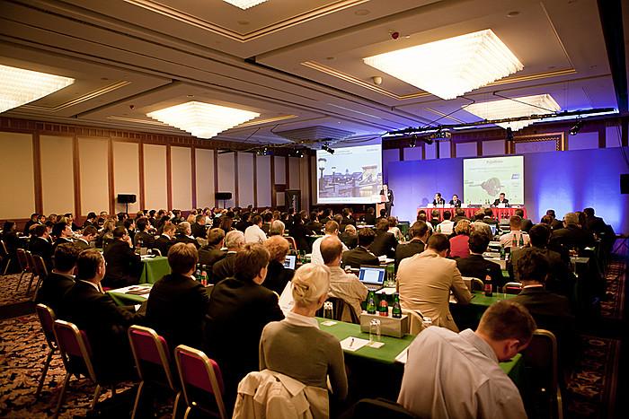 A jövő évi konferenciára, 2012-ben reményeink szerint már koherens, a zöld befektetéseket valóban ösztönző, a nemzeti célok elérését elősegítő szabályozói környezet jöhet létre Magyarországon.