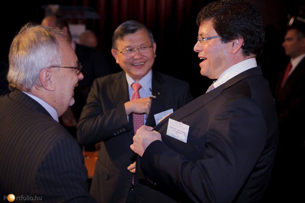 Baross Pál FRICS (elnök, RICS Magyarország), See Lian Ong FRICS (elnök, RICS) és Noah M. Steinberg (elnök-vezérigazgató, WING)