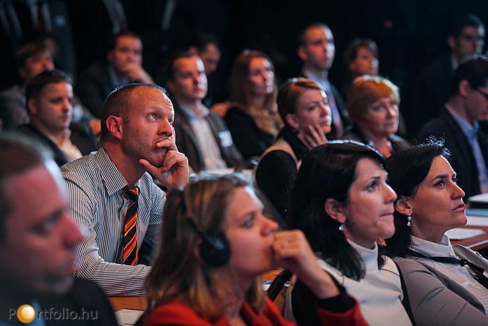 Délután három párhuzamos szekcióban folytatódott a konferencia.