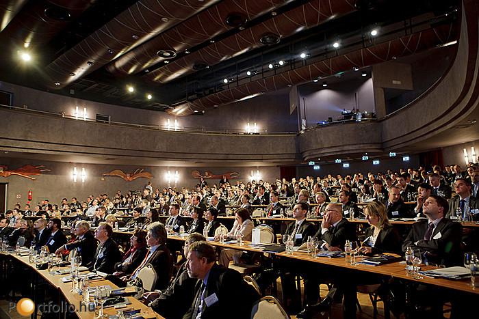 A válság ellenére hatalmas érdeklődés mutatkozott az esemény iránt, és helyszínen közel négyszázan kísérték figyelemmel az előadásokat és panelbeszélgetéseket.