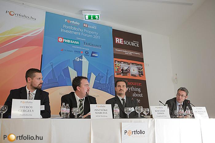 Az építőiparban érzékelhető szabályozási anomáliákat tekintették át az előadók a 3/C. szekció második panelbeszélgetésében. Ditróy Gergely (Portfolio.hu), Pintyőke Marcell (KÉSZ Holding), Kocsány János (Graphisoft Park, Ingatlanfejlesztői Kerekasztal) és