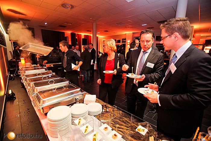 Az állófogadáson sokan ígéretet tettek, hogy jövőre sem hagyják ki az év legnagyobb befektetési fókuszú ingatlanos eseményét, a Portfolio.hu Property Investment Forumot. Találkozzunk 2012-ben is!