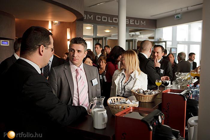 A rendezvény minden szünetében kiváló lehetőség nyílt a régi ismerősökkel való beszélgetésre és a kapcsolatépítésre is.