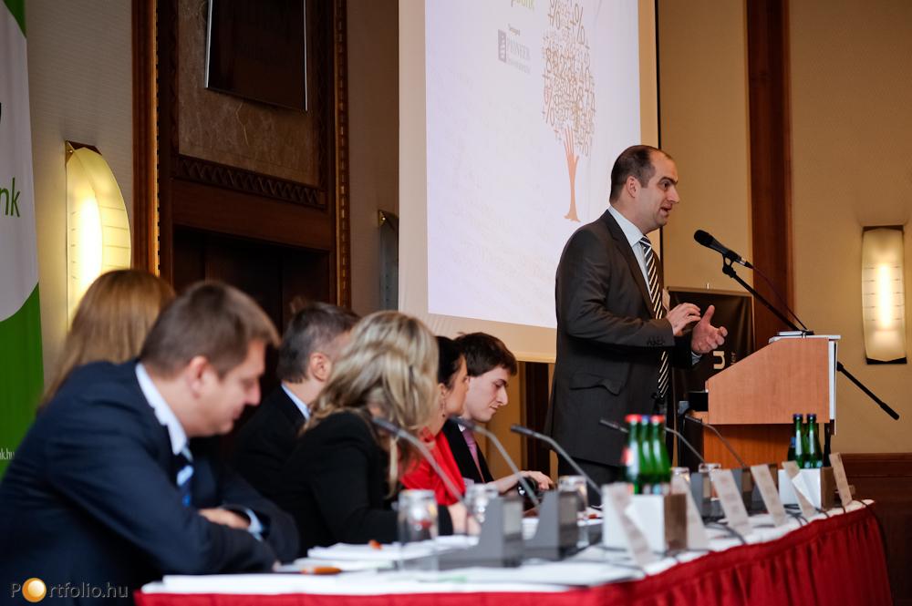 A rendezvény résztvevőit Bán Zoltán, a Portfolio.hu vezérigazgatója köszöntötte.