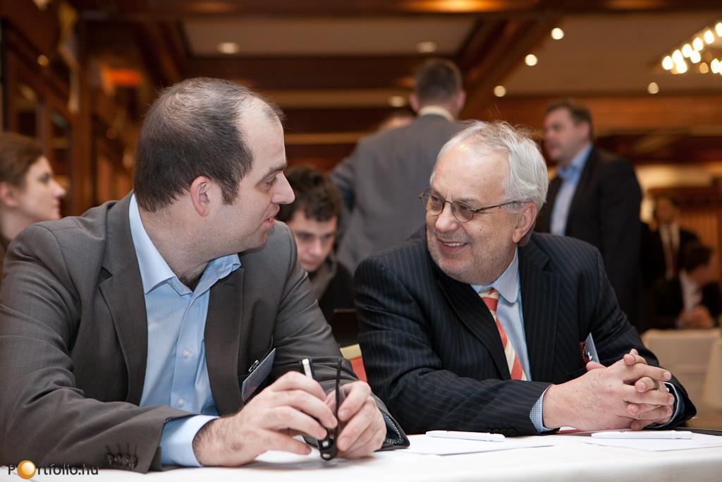 A Property Valuation 2012 rendezvényen Bán Zoltán (vezérigazgató, Portfolio.hu) és Baross Pál (az RICS Magyarország most leköszönt elnöke.)