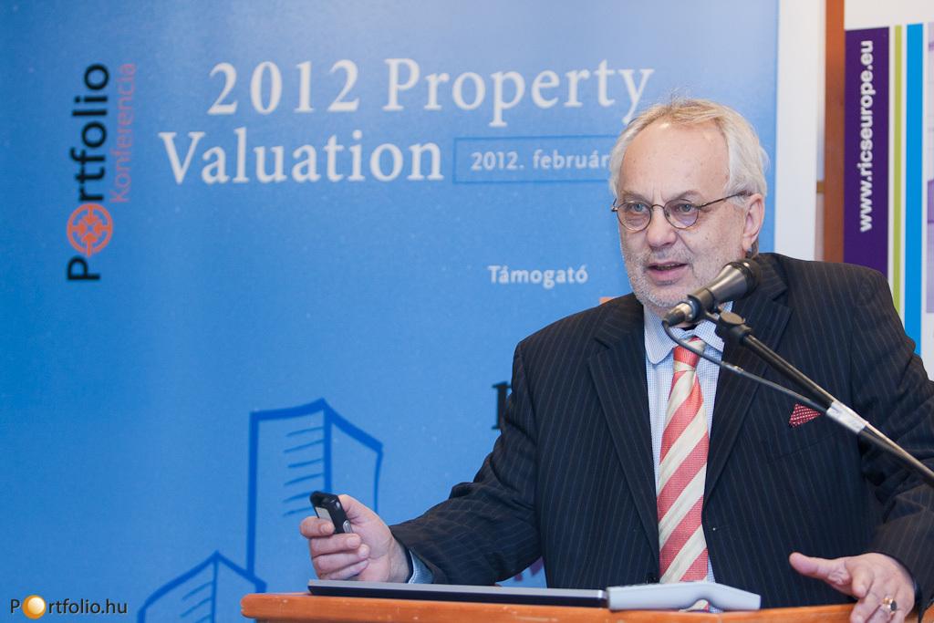 Baross Pál a rendezvényen búcsúzott az RICS Magyarország elnöki posztjáról és köszönte meg a sok segítséget, mellyel munkáját támogatták.