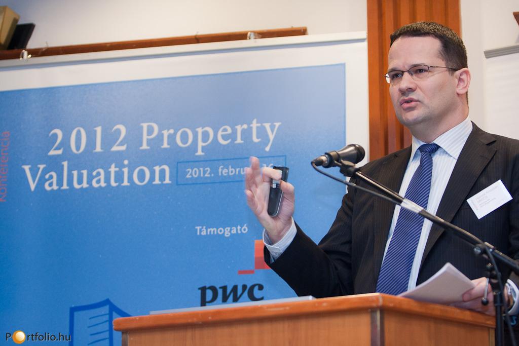 Hornok Krisztián MRICS (elnökségi tag, RICS Magyarország) előadásában ismertette a Portfolio.hu és az RICS közös kutatásának (Market Sentiment Survey) eredményeit.