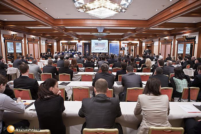 A tavalyi rendezvény sikere után, idén már második alkalommal került megrendezésre a Portfolio.hu és az RICS közös szakmai rendezvénye, a Property Valuation konferencia. A szakmai eseményen több mint 140-en vettek részt.