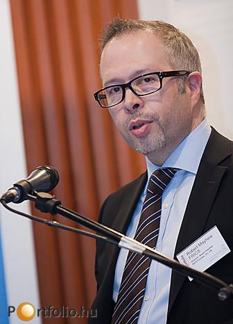 Robert Mayhew, a londoni Jones Lang LaSalle értékbecslési üzletágának vezetője előadásában vázolta makrogazdasági elképzeléseiket is.