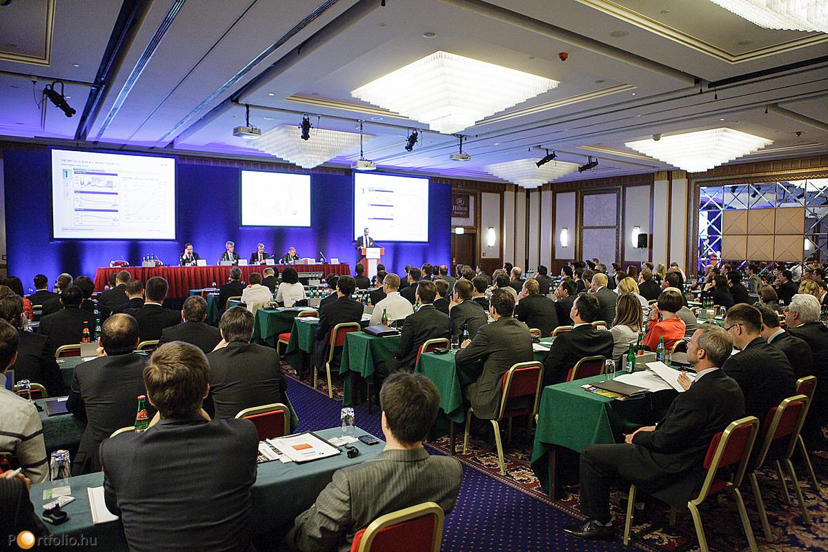 A Portfolio.hu Hitelezés Magyarországon Konferencián, 2012. május 17-én mintegy 200 fő vett részt.
