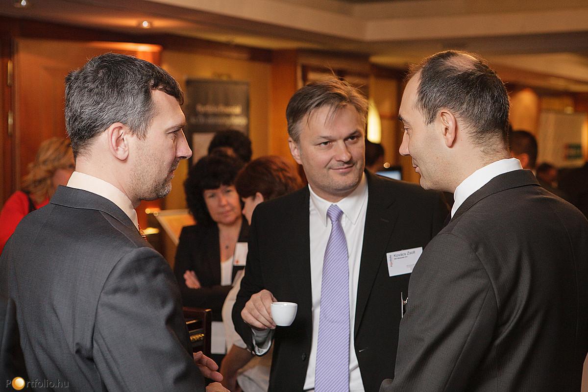 Agócs Balázs (Portfolio.hu), Kovács Zsolt (ING) és Dr. Dietz Miklós (McKinsey & Company).