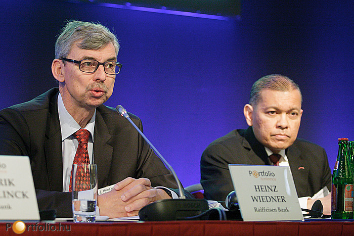 Heinz Wiedner (vezérigazgató, Raiffeisen Bank Zrt.) és Batara Sianturi (elnök-vezérigazgató, Citibank)