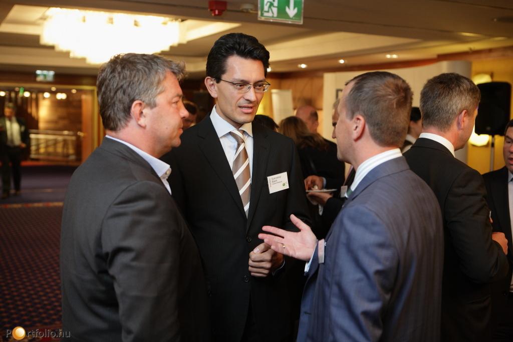 Szécsényi Bálint (alelnök, Budapesti Értéktőzsde) Tőzsdei exit témakörben tartott előadást.