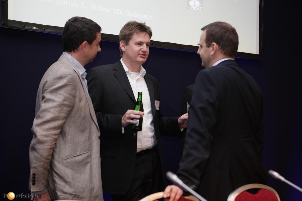 Előadóink egymás között. Középen a Tóth Zoltán (Euroventures Zrt. igazgatósági tag) a Jeremie-programos szekció moderátora.