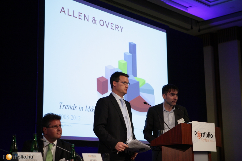 'M&A szerződések - a legújabb tendenciák' címmel hallhattuk Lengyel Zoltán (Partner, Allen & Overy) és Hugh Owen (partner, Allen & Overy) prezentációját.