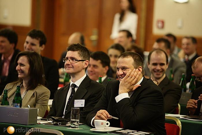 Szemerédi Endre professzor előadása nagy sikert aratott.
