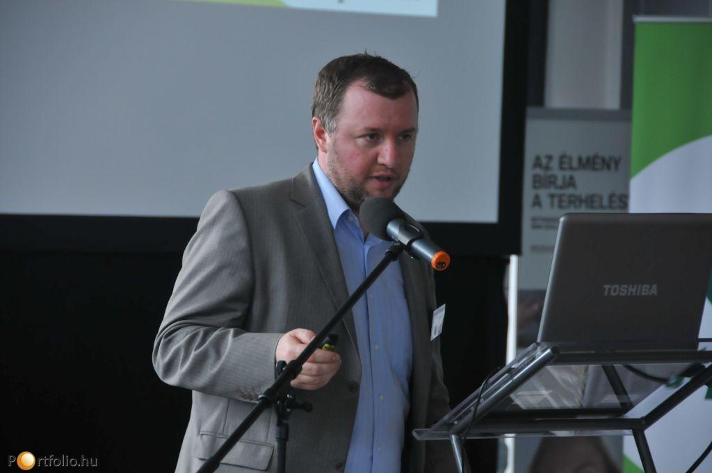 Pápa Levente (elemző, OTP Bank Nyrt.) az esemény résztvevőinek a magyar és nemzetközi makrogazdasági helyzetről tartott prezentációt.