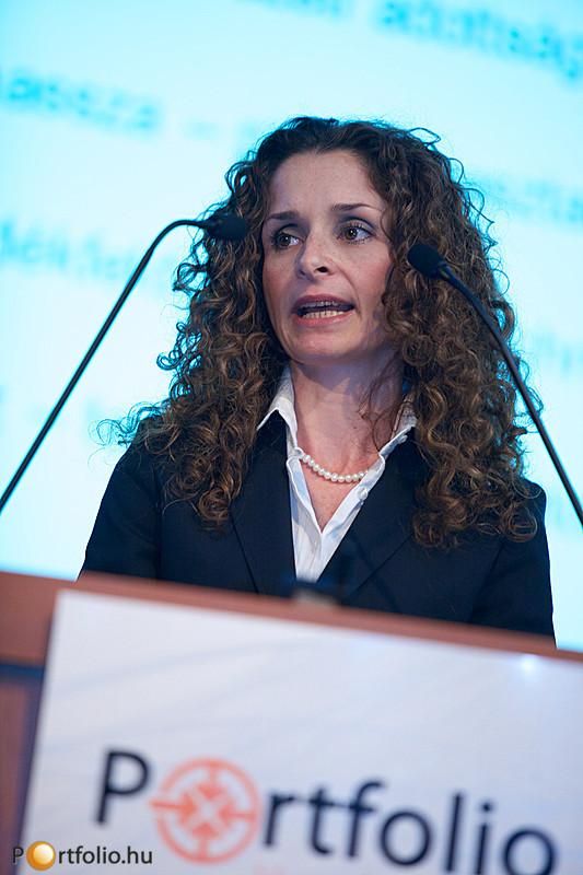 Zöld projektek hitelezésének tapasztalatairól tartott prezentációt Révész Éva (főosztályvezető, OTP Bank).
