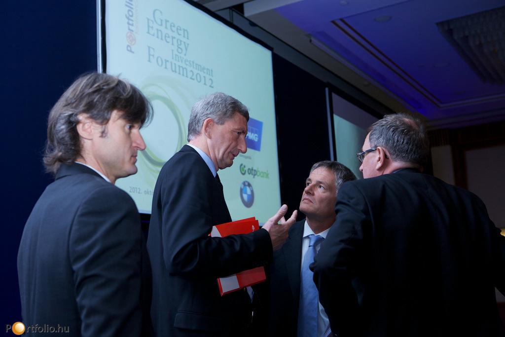 Előadók egymás között a Portfolio.hu energetikai konferenciáján: Ságodi Attila (partner, KPMG energetikai tanácsadás), Dr. Eric Depluet (CEO, E.ON Hungária), Patrick Eeckelers (CEO, GDF Suez Energia Magyarország) és Thierry Le Boucher (CEO, EDF Démász