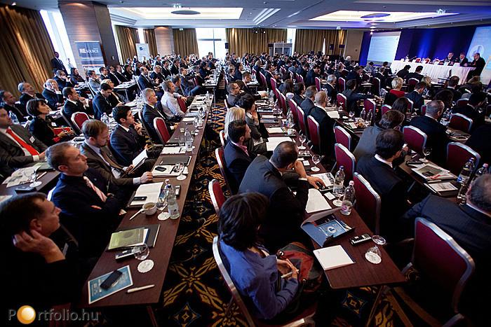 A válság ellenére hatalmas érdeklődés mutatkozott az esemény iránt, és helyszínen több százan kísérték figyelemmel az előadásokat és panelbeszélgetéseket.
