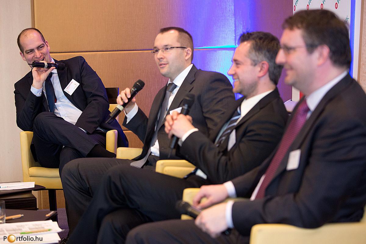 Az agrárium finanszírozása - Bankárok egy asztalnál: Soltész Gergő (FHB Bank Zrt.), Szabó István (OTP Bank), Takács Zoltán (Budapest Bank Business) és a moderátor Bán Zoltán (b.) (Portfolio.hu).