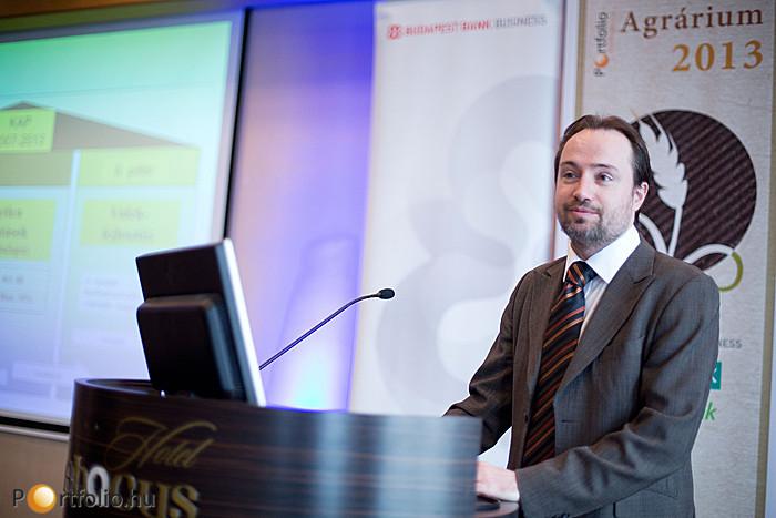 Szentirmay Zoltán (főosztályvezető, Agrárközgazdasági Főosztály, Vidékfejlesztési Minisztérium) 'Az agrárgazdaság aktuális kérdései 2013-ban' címmel tartott előadást.