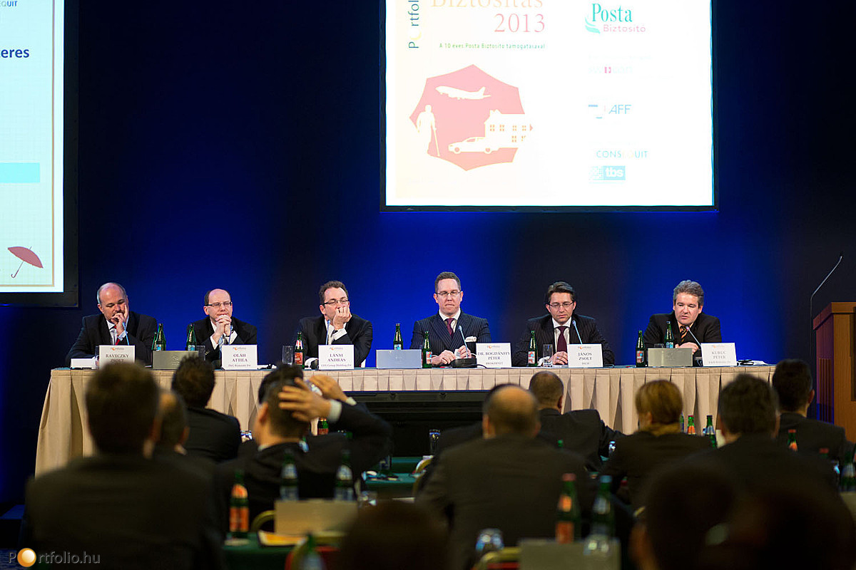 Az életbiztosítási piac átalakulásáról Raveczky Zsolt (Erste Biztosító), Oláh Attila (ING Biztosító Zrt.), Lányi András (UFS Group Holding Zrt.), Dr. Bogdánffy Péter (BROKERNET), János Zsolt MAS, (FECIF) és Kuruc Péter (K&H Biztosító Zrt.) beszélgetett.