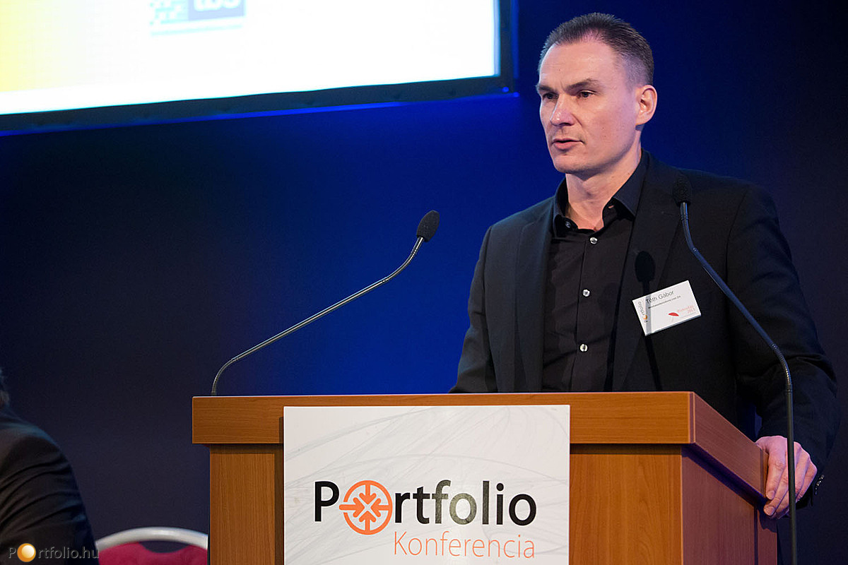 Tóth Gábor (vezérigazgató, timebasedsolutions.com Zrt.) előadásában a személyes biztosítási értékesítésben történő az IT-megoldásokról beszélt prezentációjában.