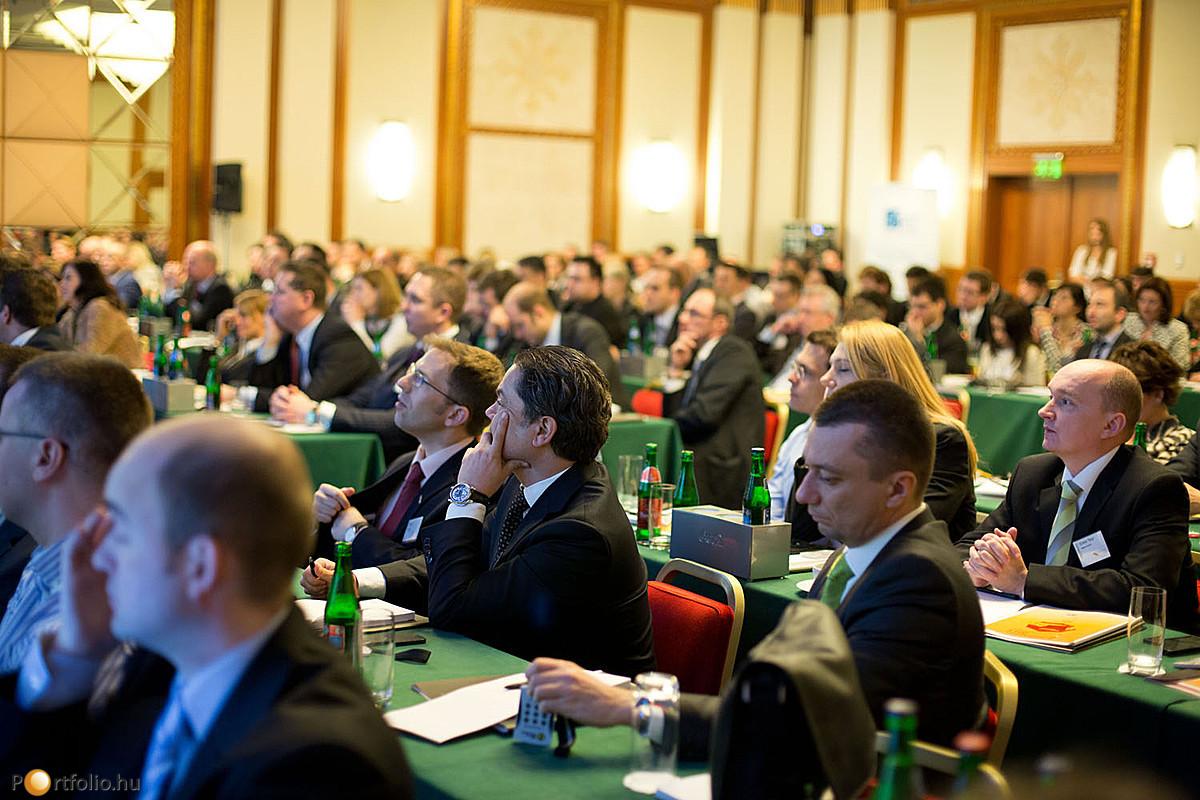 Ügynökök, alkuszok és pénzügyi tanácsadók nagy számban vettek részt a Portfolio.hu biztosítási konferenciáján.