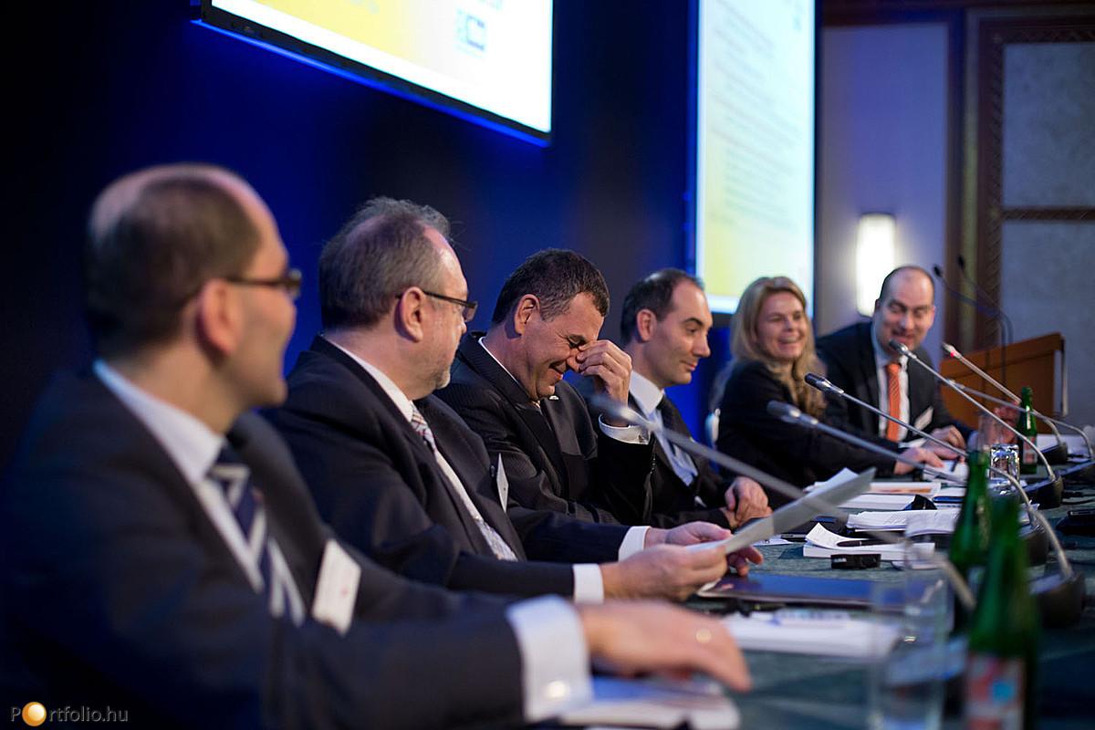 Biztosítási piac: lesz-e fordulat? Az első panelbeszélgetés résztvevői erre is keresték a választ.