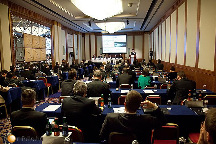 Délután a konferencia párhuzamos szekciókban folytatódott, így a résztvevők több téma közül is választhattak.