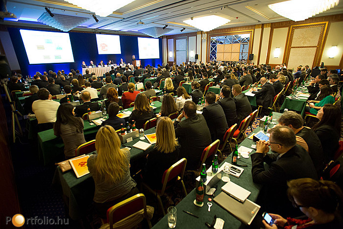 A Portfolio.hu Biztosítás 2013 című konferenciáján, mely a 10 éves Posta Biztosító támogatásával szerveződött (a válság ellenére is) mintegy 250 fő vett részt.