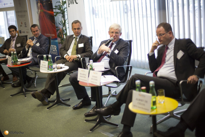 Distressed properties in CEE: opportunity for investors, trouble for banks. Albert De Cillia (CEO, HETA Asset Resolution GmbH), Dr. Heinz Knotzer (Head of Risk and Finance, Erste Group Immorent), Dr. Karl-Maria Pfeffer (CEO, Raiffeisen Property Internatio