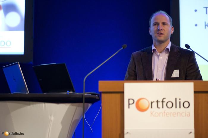 Vanczák Gergely (projektigazgató, Microsec Zrt.) a változó ügyintézésről tartott előadást a Portfolio.hu konferenciáján. (Fotó: Todoroff Lázár)