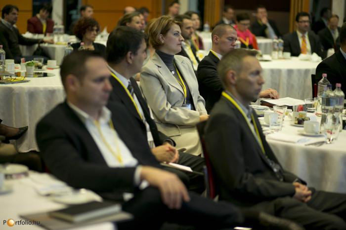 A fél évtizede elindított Portfolio.hu FM Konferencia idén egy új részpiac rejtelmeibe is megkísérelt betekintést adni. Idén ugyanis eloször a társasházkezelés piacával is foglalkoztunk: megvizsgáltuk, hogy milyen potenciál van ebben a területben, milyen eros a piaci verseny, mik a piaci szereplok legfobb kihívásai, problémái.