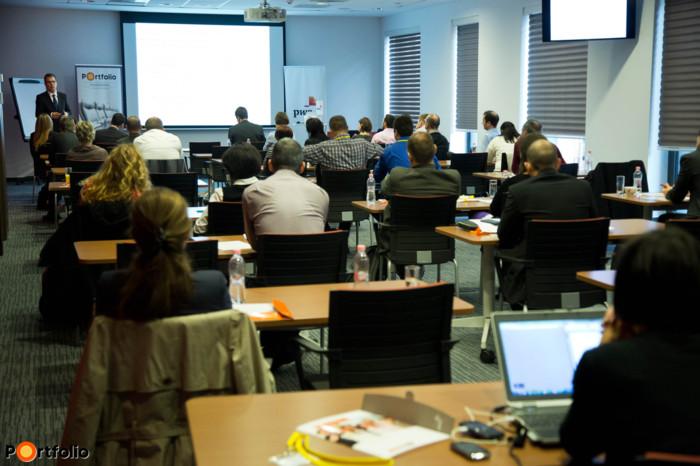 Projekt- és eszközbemutatók, esettanulmányok gyakorlati megközelítésben, a PwC vezető szakértőitől és vállalati szakemberektől