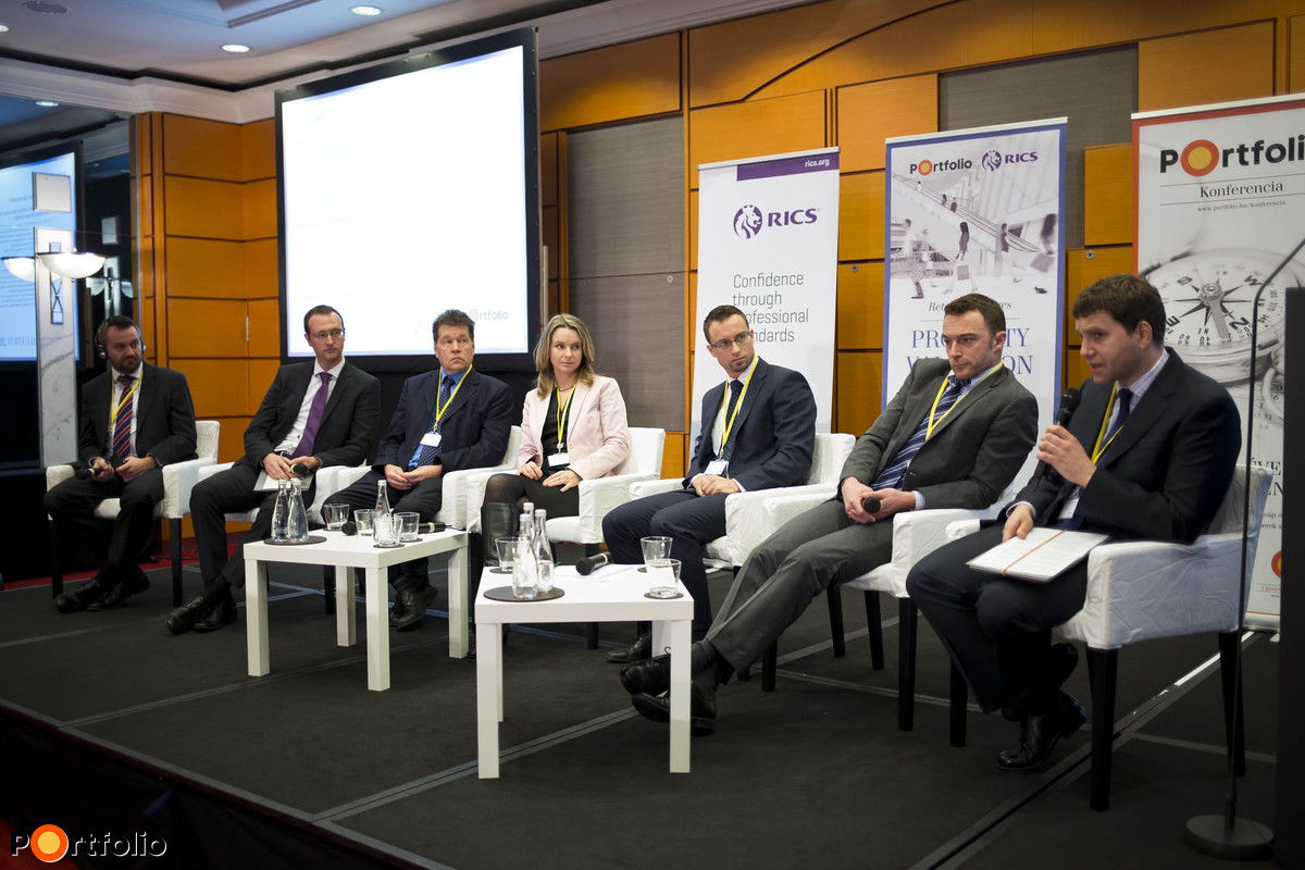Panel discussion - Retail valuation. Michael Edwards MRICS (Head of VA and Capital Markets Hungary, Cushman & Wakefield), Adrián Limp MRICS (Associate Director - Head of Valuation, DTZ), Dr. László Morsányi FRICS (Head of Department, MKB Bank Zrt.), Nóra Sarlós MRICS (Head of Department, MARK Zrt.), Gábor Borbély MRICS (Associate Director, Head of Research and Consultancy, CBRE), Dániel Hatvani (Head of Structured Finance, CIB Bank) and our moderator, András Csoma MRICS Managing Director, Biggeorge's-NV Ingatlan Befektetési Alapkezelő Zrt.).