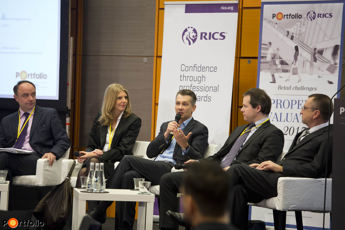 Panel discussion: Setting the scene: Sunday shopping - the international context. Étienne Winisdoerffer MRICS (Asset Manager, RICS France), Jane Petrie MRICS (Director - Asset Management - Head of Retail CEE, AEW), Árpád Török MRICS (CEO, TriGranit Development), Csongor Csukás MRICS (International Director of Operations for the PM, BNP Paribas Real Estate) and our moderator, John Verpeleti FRICS (Chairman of the Management Board – Eastern Europe, Colliers International).