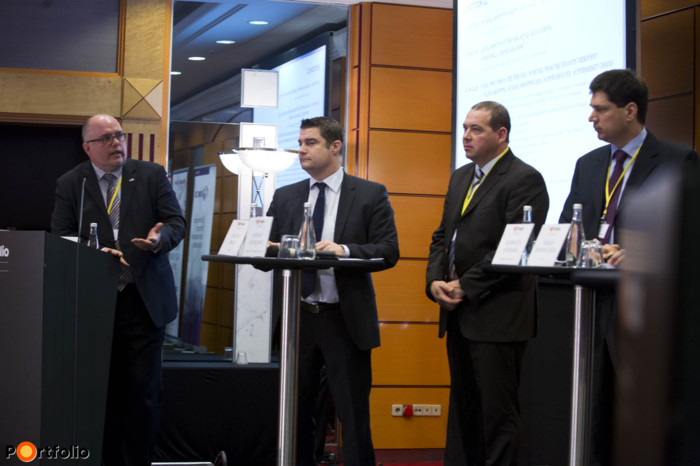 Gábor Soóki-Tóth MRICS (Head of the RICS Hungary Planning & Development Professional Group, RICS Hungary), Zsolt Kákosy MBA MRICS (Head of Asset Services, CBRE), Jancso Zaprjanov MRICS (Shopping Centre Leasing Manager, Spar European Shopping Centers), Szabolcs Anselmo (Head of Retail Property & Asset Management, Cushman & Wakefield of Hungary) and Gyula Gyalay-Korpos (Managing Director, ECE).