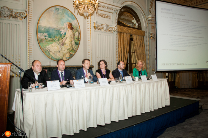 Panel discussion: Senior investors' roundtable – Focus on Southeast Europe. Conversation participants: Bogdan Macarie (Development Director, TriGranit Development Corporation), Stamatis Sapkas (Investment Director, Globalworth Real Estate Investments), Andrew Peirson MRICS (Managing Director SEE Region & Romania, JLL), Hedwig Höfler (Investment Management CEE, CA Immo Group), Ioannis Ganos MRICS (Investment Manager, Chairman, Bluehouse Capital, RICS Hellas) and the moderator, Michaela Lashova MRICS (CEO, Forton, Alliance Partner of Cushman & Wakefield for Bulgaria and FYROM).