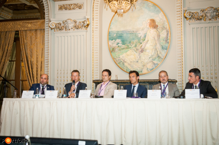 Panel discussion: Huge opportunities on a difficult market? Distressed properties in Romania and in SEE. Conversation participants: Dr. Gábor Taizs (CEO, OTP Faktoring SRL), Gijs Klomp MRICS (Head of Capital Markets Romania, CBRE), David Hayward (Managing Director, Adval Asset Management), Mihai Dudoiu (Partner, Ţuca Zbârcea & Asociaţii), Radu Boitan FRICS (Partner - Senior Investment Director, Revetas Capital), and the moderator, Răzvan Gheorghiu-Testa, (Partner, Ţuca Zbârcea & Asociaţii).