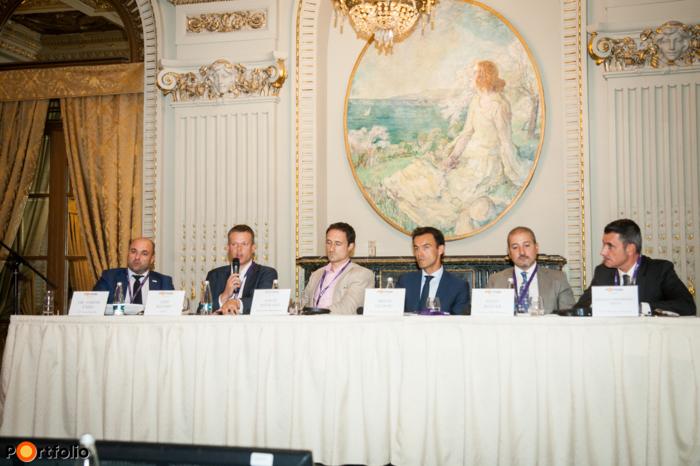 Panel discussion: Huge opportunities on a difficult market? Distressed properties in Romania and in SEE. Conversation participants: Dr. Gábor Taizs (CEO, OTP Faktoring SRL), Gijs Klomp MRICS (Head of Capital Markets Romania, CBRE), David Hayward (Managing Director, Adval Asset Management), Mihai Dudoiu (Partner, Ţuca Zbârcea & Asociaţii), Radu Boitan FRICS (Partner - Senior Investment Director, Revetas Capital), and the moderator, Răzvan Gheorghiu-Testa, (Partner, Ţuca Zbârcea & Asociaţii).