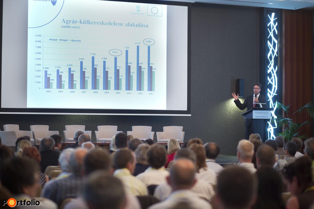 Pályázati lehetőségek az új Vidékfejlesztési Programban: Dr. Mezei Dávid (helyettes államtitkár, Miniszterelnökség). (Fotó: Todoroff Lázár)