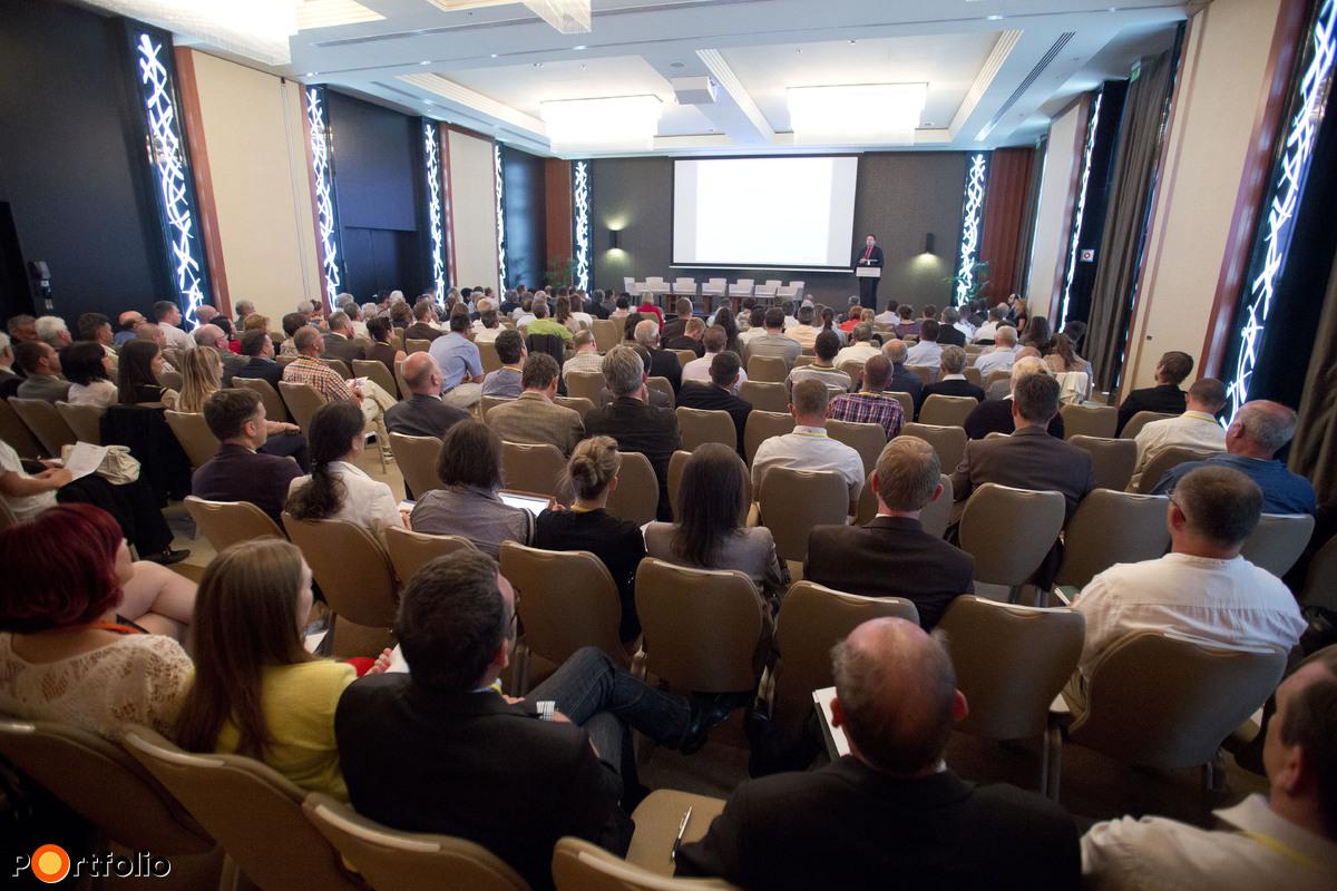 """200 fő részvételével került megrendezésre a Portfolio első """"Dél-alföldi Gazdasági és Agrárfórum"""" című rendezvénye a kecskeméti Hotel Sheratonban. (Fotó: Todoroff Lázár)"""