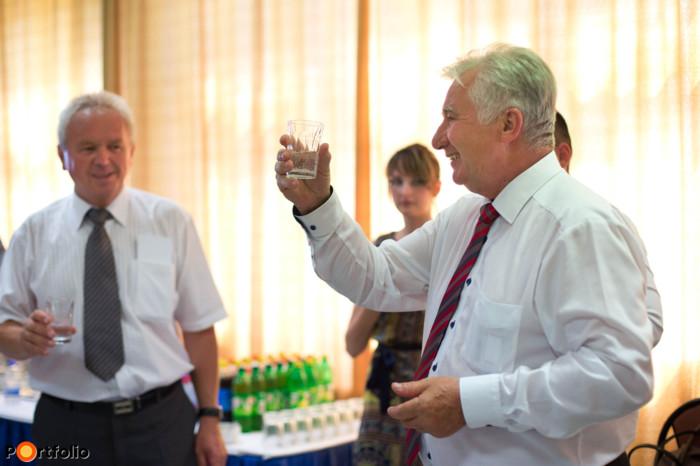 A konferenciát követően szűk körű állófogadáson vettek részt az előadók és vendégeik, ahol Jakab István (a MAGOSZ elnöke, az Országgyűlés alelnöke) köszöntötte az egybegyűlteket.