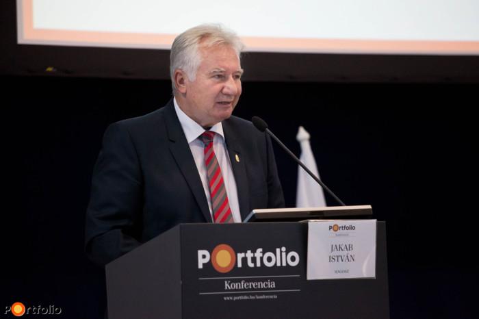 Jakab István (a MAGOSZ elnöke, az Országgyűlés alelnöke) \'a Hajdúság helye a magyar agráriumban\' címmel tartott előadást.