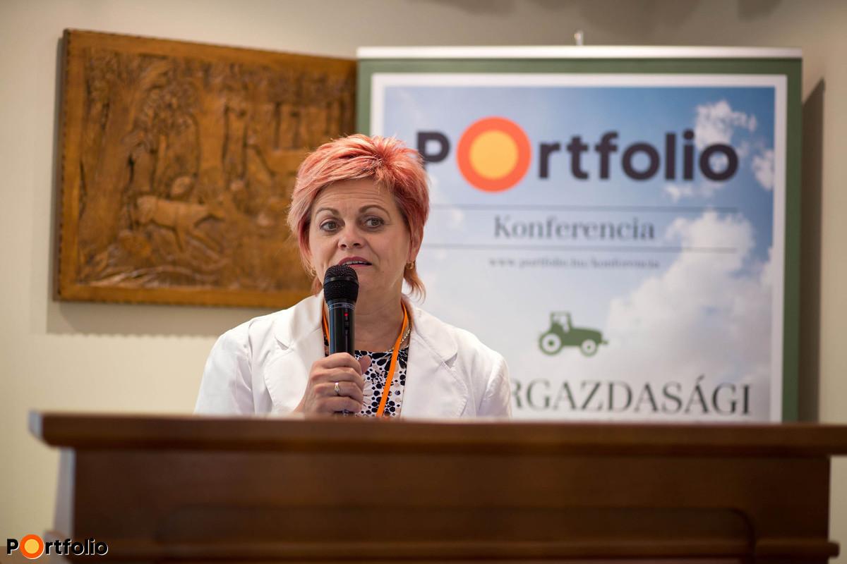 Kovács Szilvia, Karcag város alpolgármestere köszöntötte a vendégeket. (Fotó: Hurta Hajnalka)